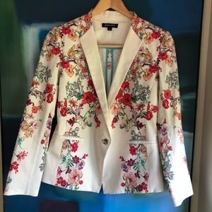 Paperwhite floral blazer
